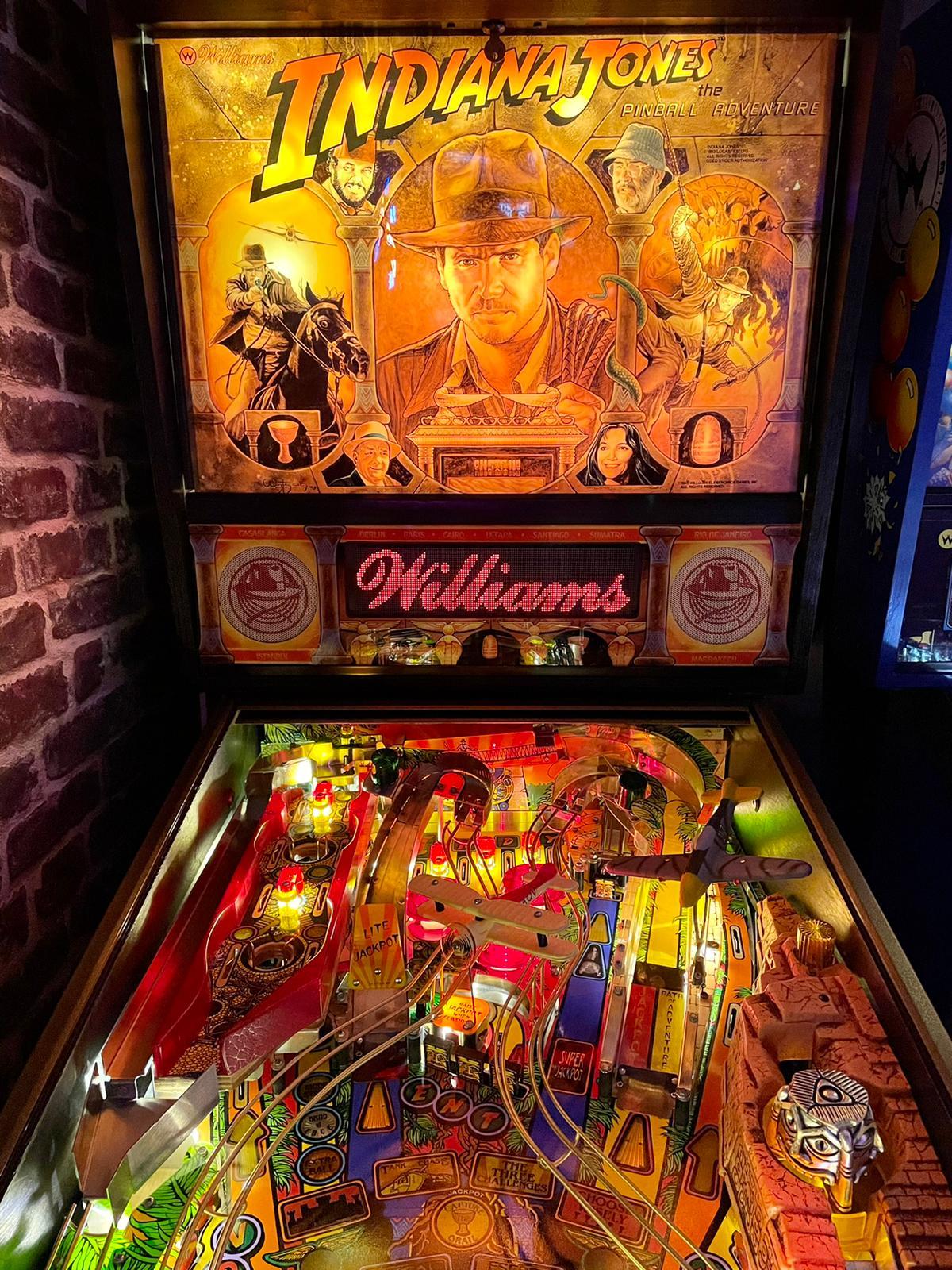 Haut du playfied Indiana Jones Williams et backglass