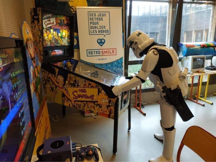 Stormtrooper jouant au flipper - RetroSmile